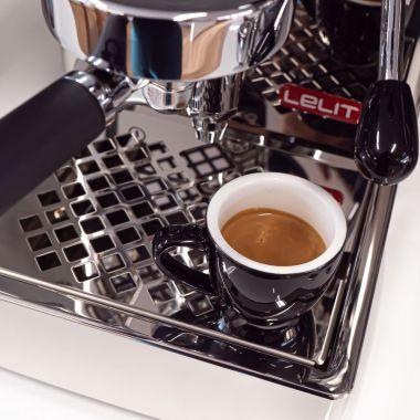 Nejkompaktnější espresso kávovar s hlavou E61!🥳 Lelit zkonstruoval espresso kávovar unikátních…